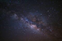 La galaxie de manière clairement laiteuse avec des étoiles et l'espace époussettent dans l'univer image libre de droits