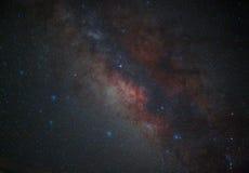 La galaxie de manière laiteuse de l'espace d'univers avec beaucoup se tient le premier rôle la nuit Photographie stock libre de droits