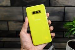 La galaxie S10 est un 10ème téléphone d'anniversaire de montage pour Samsung et sa série S racontée photo libre de droits