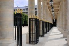 La galleria e le colonne Palais-Reali Fotografie Stock Libere da Diritti