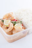 Tailandés llévese la comida, salsa del limón de la gamba con arroz Imagen de archivo