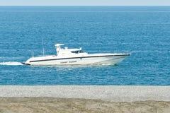 La garde côtière patrouille la côte image stock