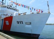 La garde côtière des Etats-Unis Cutter Forward s'est accouplée dans le terminal de croisière de Brooklyn pendant la côte de la se Image stock