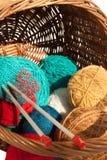 La garniture avec la suite pour le tricotage Photographie stock