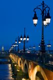 La Garona de Pont Sur da perspectiva Imagens de Stock
