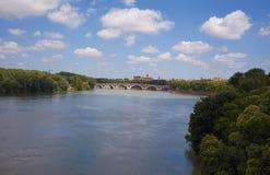 La la Garonna del fiume di Tolosa del ponte di Pont Neuf immagini stock libere da diritti