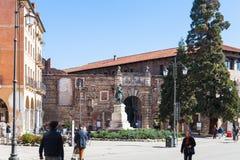 La gente acerca a la puerta a Teatro Olimpico en Vicenza Fotografía de archivo libre de regalías