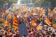 La gente ad indipendenza esigente di raduno per la Catalogna Fotografie Stock Libere da Diritti
