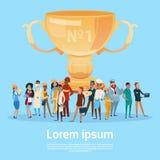 La gente agrupa diversa taza del ganador del premio del control de los empleados del empleo, Team Success Concept Fotografía de archivo libre de regalías