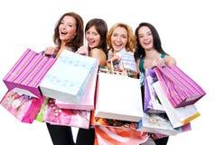 La gente agrupa feliz con los bolsos coloreados Fotografía de archivo libre de regalías