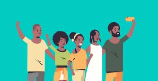 La gente agrupa tomar la foto del selfie en los amigos afroamericanos de la c?mara del smartphone que tienen personajes de dibujo stock de ilustración