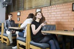 La gente al caffè Immagini Stock