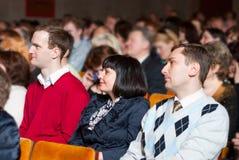 La gente al congresso Immagine Stock