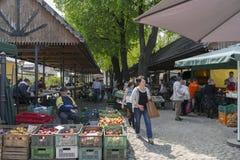 La gente al mercato di strada Fotografia Stock Libera da Diritti