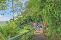 La gente al parco di Iguazu nel Brasile Immagine Stock
