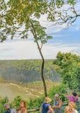 La gente al parco di Iguazu nel Brasile Fotografia Stock