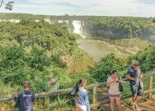 La gente al parco di Iguazu nel Brasile Immagine Stock Libera da Diritti