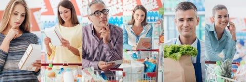 La gente al supermercato immagine stock libera da diritti