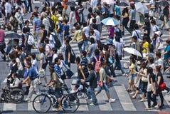 La gente all'incrocio di Shibuya Fotografia Stock