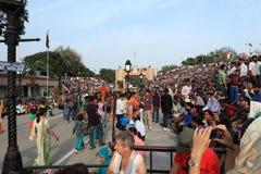 La gente alla cerimonia del confine di Attari Fotografia Stock Libera da Diritti