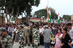 La gente alla cerimonia del confine di Attari Fotografie Stock