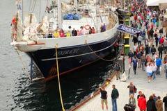 La gente alla nave di Eendracht Fotografie Stock