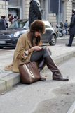 La gente alla settimana di modo di Milano Immagine Stock