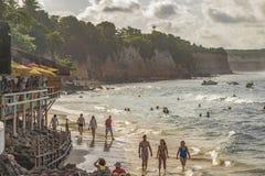 La gente alla spiaggia in Pipa, Brasile Immagine Stock Libera da Diritti