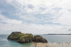 La gente alla spiaggia in Tenby, Galles, Regno Unito Immagini Stock Libere da Diritti