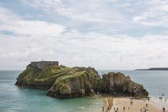 La gente alla spiaggia in Tenby, Galles, Regno Unito Fotografia Stock