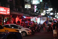La gente alle ragazze Tailandia di notte della citt? di pattaya immagine stock