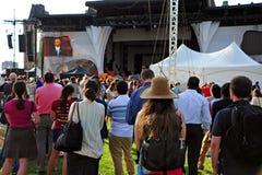 La gente ascolta discorso di Obama in Ottawa Fotografie Stock Libere da Diritti