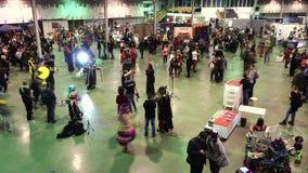 La gente asiste al festival de Gamefilmexpo almacen de metraje de vídeo