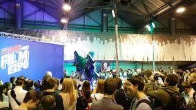 La gente asiste al festival de Gamefilmexpo almacen de video