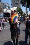 La gente assiste al gay pride immagine stock libera da diritti