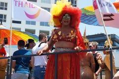 La gente assiste al gay pride fotografie stock libere da diritti