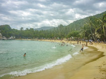 La gente a Cabo San Juan Beach in Colombia Fotografia Stock