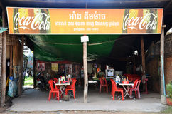 La gente cambogiana vende l'alimento nel mercato Immagine Stock