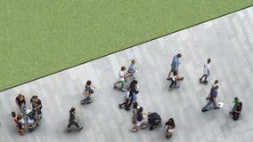 La gente camina en la calzada peatonal de la calle con el yo adolescente Fotografía de archivo libre de regalías