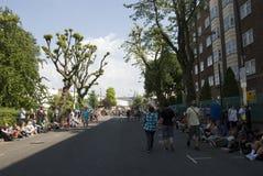 La gente cammina sulla via al carnevale di Notting Hill Fotografia Stock Libera da Diritti