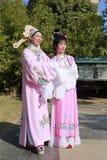 La gente canta la ópera de yue Foto de archivo