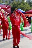 La gente canta y baila para celebrar el Año Nuevo chino Fotos de archivo libres de regalías