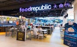La gente cena en el centro de Tailandia, ciudad de Bangkok, Tailandia Fotografía de archivo libre de regalías