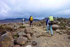 La gente che arrampica il supporto Kilimanjaro Fotografia Stock