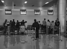 La gente che aspetta all'aeroporto di Lien Khuong in Dalat, Vietnam Fotografie Stock Libere da Diritti