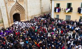 La gente che aspetta la processione Fotografie Stock