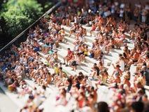 La gente che assiste all'effetto acquatic del giocattolo di manifestazione Immagini Stock