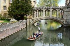 La gente che calcia sul fiume della camma, Cambridge, Regno Unito Immagini Stock Libere da Diritti