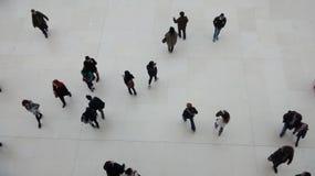 La gente che cammina nella direzione differente Immagini Stock Libere da Diritti