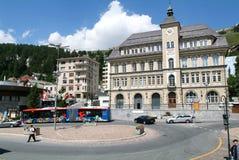 La gente che cammina sul quadrato centrale di St Moritz Fotografia Stock Libera da Diritti